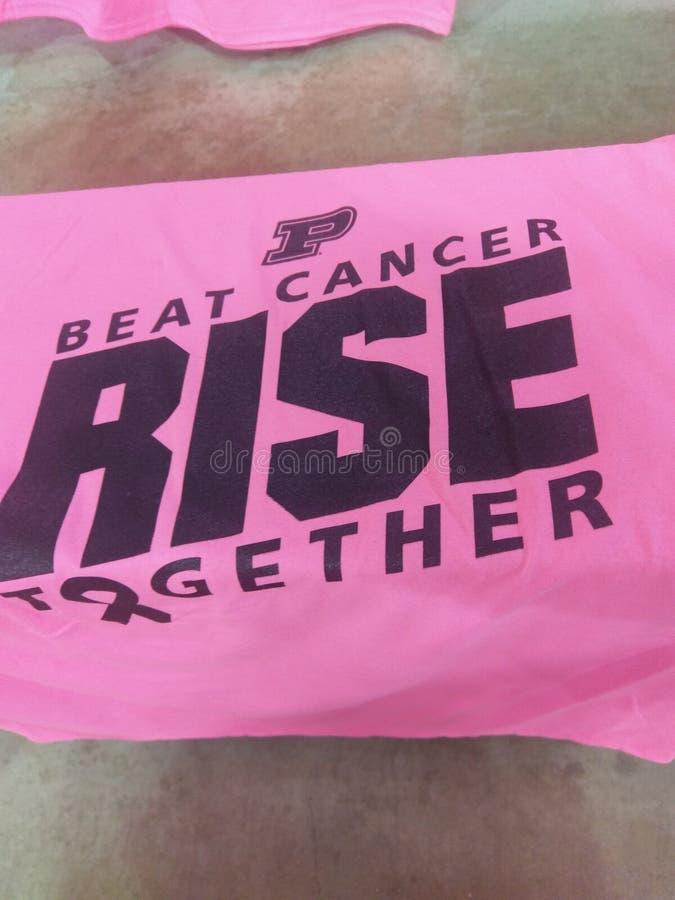 Κτυπήστε την μπλούζα καρκίνου από το παιχνίδι καλαθοσφαίρισης γυναικών ` s Purdue στοκ εικόνες