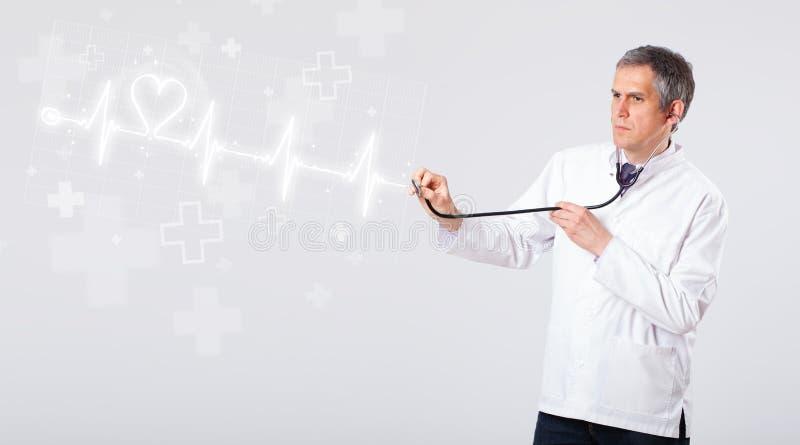 Κτύπος της καρδιάς γιατρών examinates με την αφηρημένη καρδιά στοκ φωτογραφίες με δικαίωμα ελεύθερης χρήσης