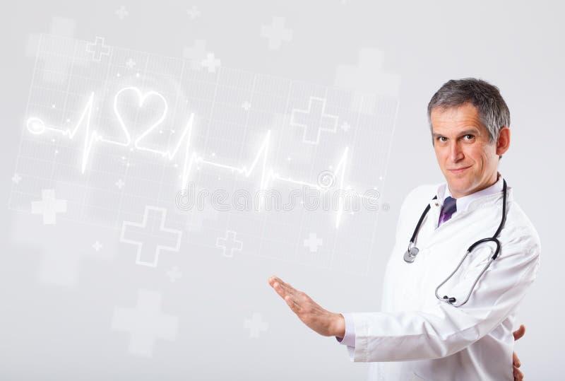 Κτύπος της καρδιάς γιατρών examinates με την αφηρημένη καρδιά στοκ εικόνα με δικαίωμα ελεύθερης χρήσης