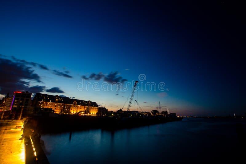 Κυανή θέα των ριαλαιών ιστορικών κτιρίων στην Κοριεγχάγη στοκ φωτογραφίες με δικαίωμα ελεύθερης χρήσης