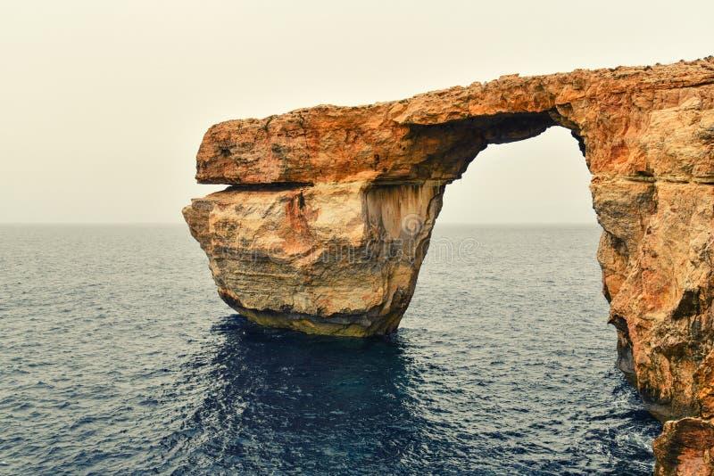 Κυανό παράθυρο, σχηματισμένος αψίδα απότομος βράχος στο νησί Gozo, Μάλτα στοκ φωτογραφία με δικαίωμα ελεύθερης χρήσης