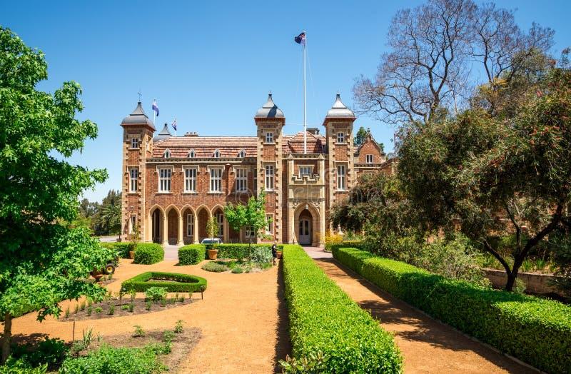 Κυβερνητικό σπίτι και εξωραϊσμένος κήπος στο κέντρο πόλεων του Περθ στοκ φωτογραφία