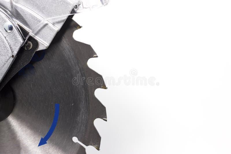 Κυκλική miter λεπίδα πριονιών στο άσπρο διάστημα υποβάθρου για το κείμενο στοκ φωτογραφία