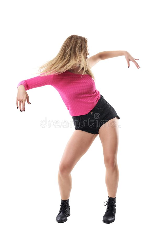 Κυκλοφορία δράσης του θηλυκού χορευτή τζαζ με τη ρέοντας ξανθή εκτίναξη τρίχας στοκ φωτογραφίες με δικαίωμα ελεύθερης χρήσης