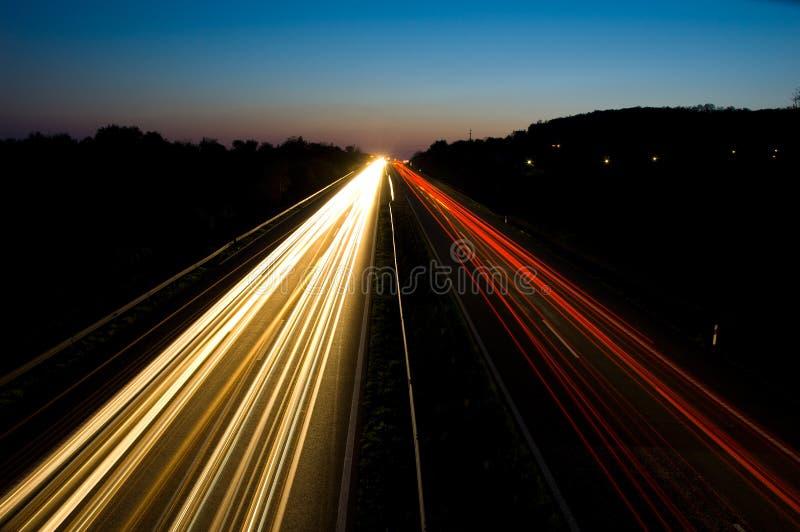 κυκλοφορία νύχτας εθνικών οδών στοκ εικόνες