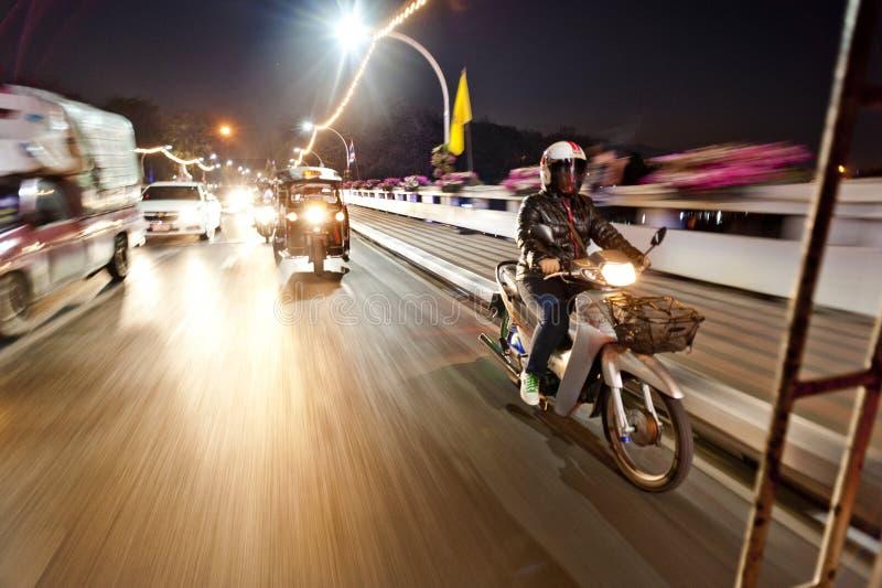 Κυκλοφορία οδών νύχτας της Ταϊλάνδης στοκ φωτογραφία με δικαίωμα ελεύθερης χρήσης
