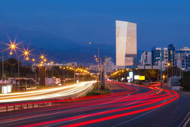 Κυκλοφορία σε έναν αυτοκινητόδρομο στοκ φωτογραφία