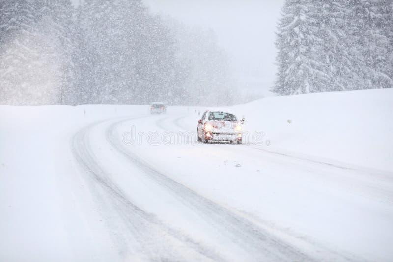 Κυκλοφορία χιονιού αυτοκινήτων στοκ φωτογραφίες