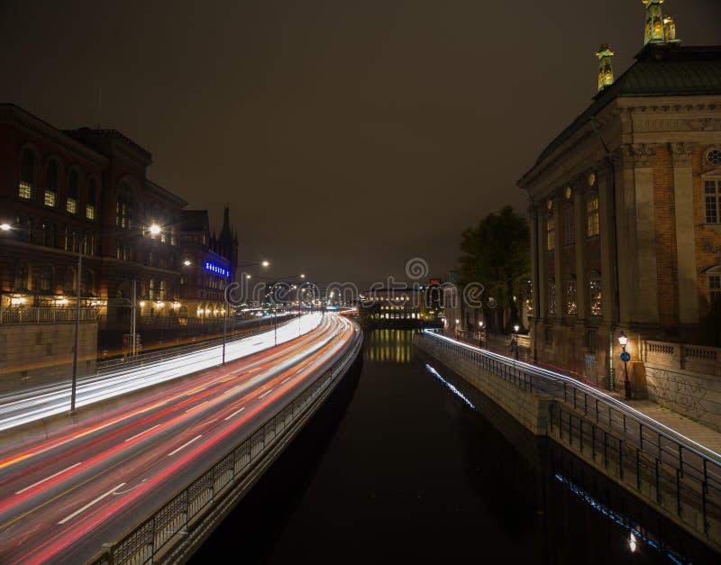 Κυκλοφορία νύχτας στη Στοκχόλμη Σουηδία 05 11 2015 στοκ εικόνες
