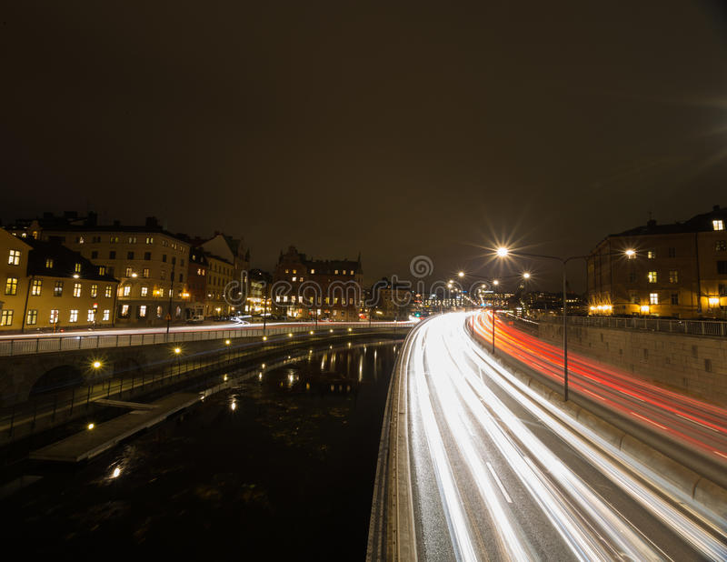 Κυκλοφορία νύχτας στη Στοκχόλμη Σουηδία 05 11 2015 στοκ εικόνα