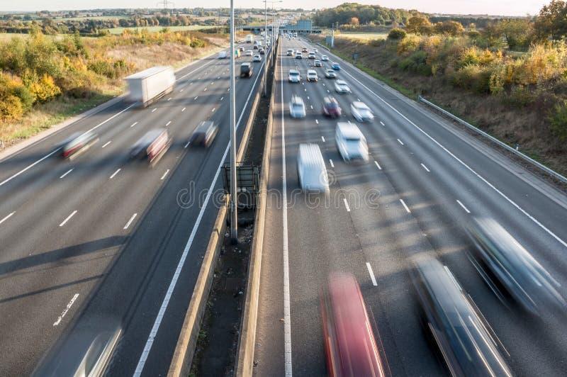 Κυκλοφορία στο βρετανικό αυτοκινητόδρομο στοκ φωτογραφία με δικαίωμα ελεύθερης χρήσης
