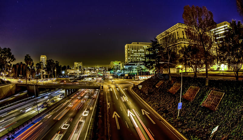 Κυκλοφορία του Λος Άντζελες τη νύχτα στοκ φωτογραφίες