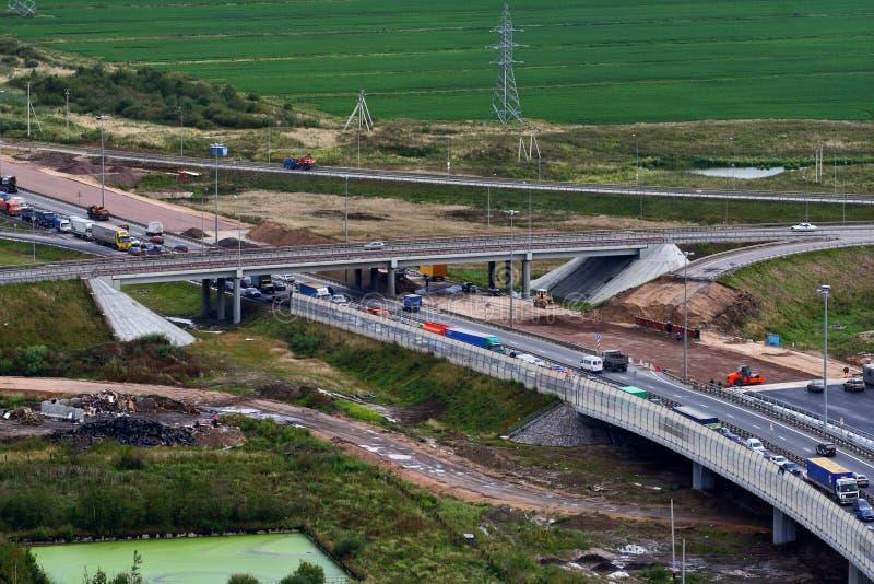 Κυκλοφοριακή ροή, στην κατώτερη κατασκευή της περιφερειακής οδού στοκ φωτογραφία με δικαίωμα ελεύθερης χρήσης