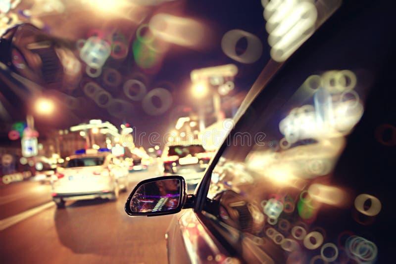 Κυκλοφοριακή συμφόρηση νύχτας θαμπάδων υποβάθρου στοκ φωτογραφία με δικαίωμα ελεύθερης χρήσης