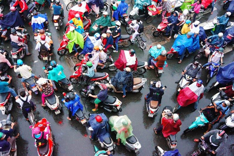 Κυκλοφοριακή συμφόρηση, πόλη της Ασίας, ώρα κυκλοφοριακής αιχμής, ημέρα βροχής στοκ εικόνες