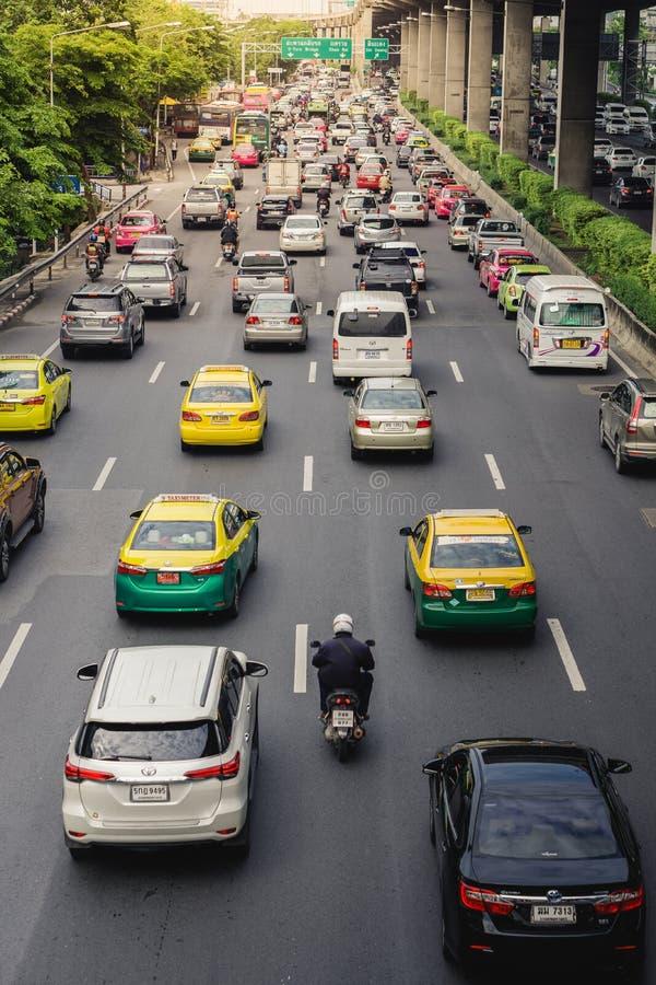 Κυκλοφοριακή συμφόρηση στη Μπανγκόκ ζωή του ατόμου μισθών στοκ εικόνες