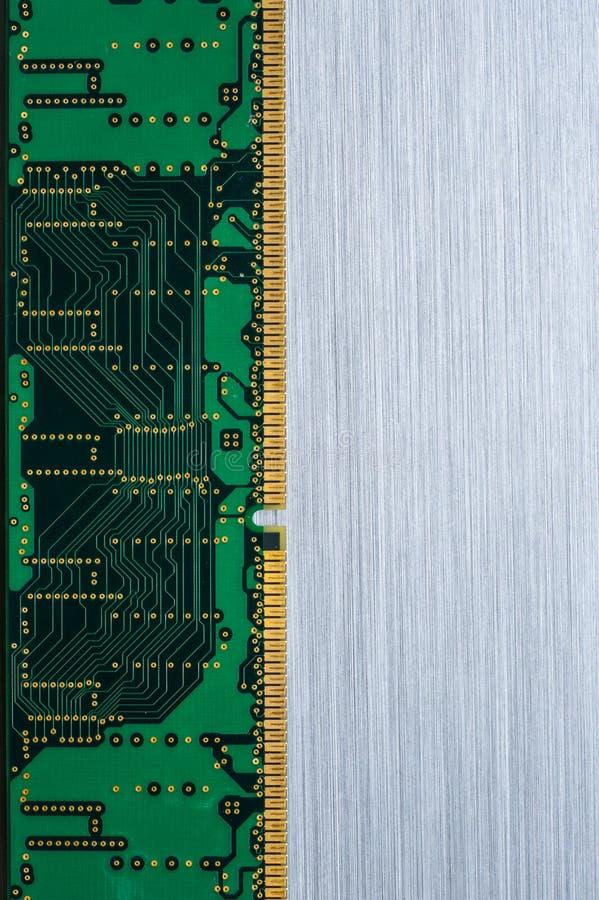 Κυκλώματα υπολογιστών στο βουρτσισμένο μέταλλο στοκ εικόνες