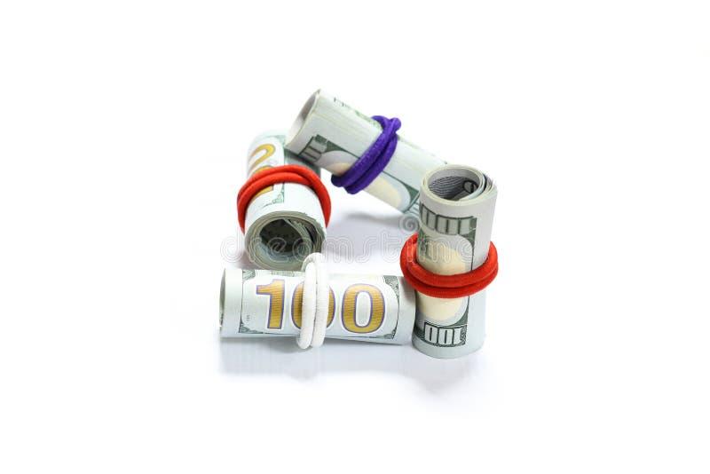 Κυλημένοι λογαριασμοί αμερικανικών δολαρίων σε ένα άσπρο υπόβαθρο στοκ εικόνες με δικαίωμα ελεύθερης χρήσης