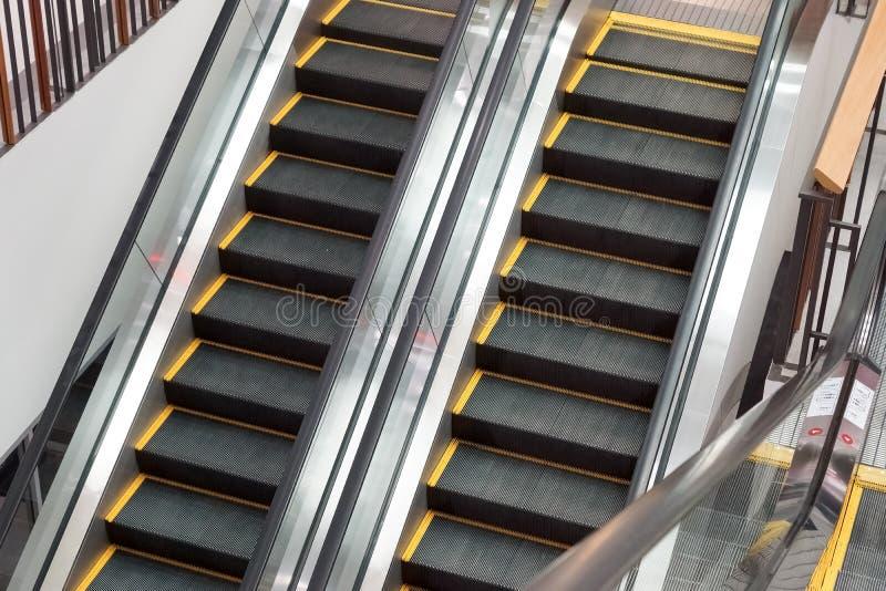 κυλιόμενες σκάλες δύο στοκ εικόνες με δικαίωμα ελεύθερης χρήσης