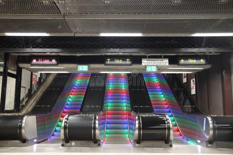 Κυλιόμενες σκάλες σταθμών μετρό στοκ εικόνες