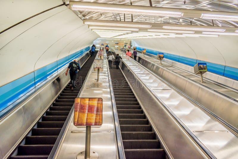 Κυλιόμενες σκάλες 2 σταθμών του Κοινοβουλίου στοκ φωτογραφία με δικαίωμα ελεύθερης χρήσης