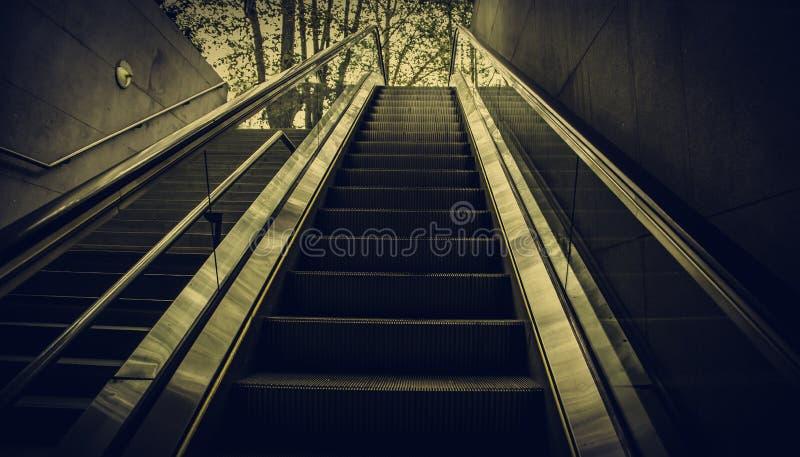 Κυλιόμενη σκάλα για τους ανθρώπους στοκ εικόνα με δικαίωμα ελεύθερης χρήσης