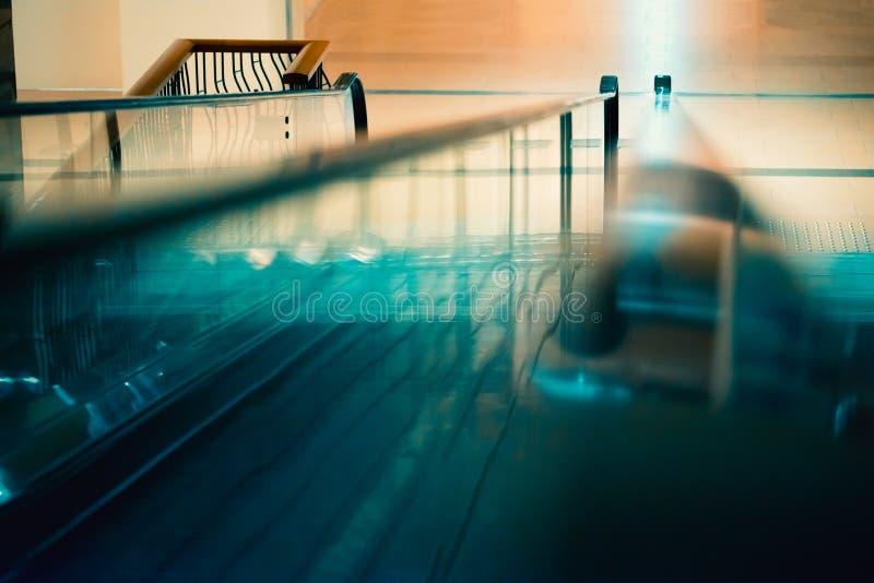 Κυλιόμενη σκάλα εμπορικών κέντρων στοκ εικόνες