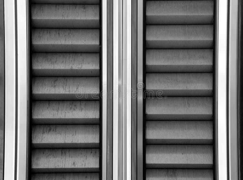 Κυλιόμενη σκάλα με τα βήματα χάλυβα σε μια λεωφόρο στοκ εικόνες