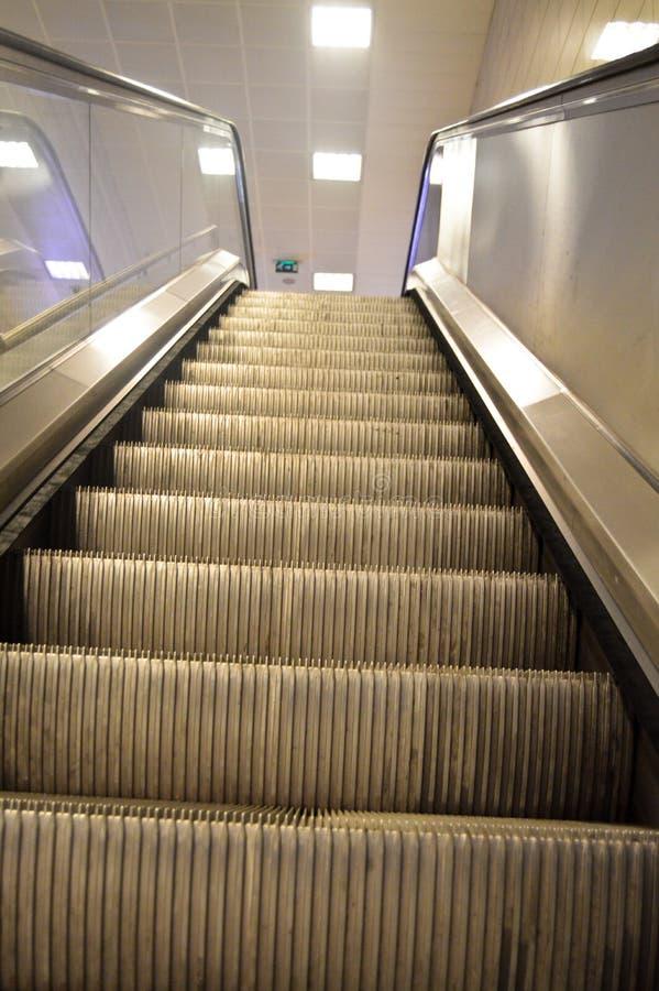 Κυλιόμενη σκάλα σε έναν σταθμό μετρό στη Ιστανμπούλ στοκ φωτογραφίες με δικαίωμα ελεύθερης χρήσης
