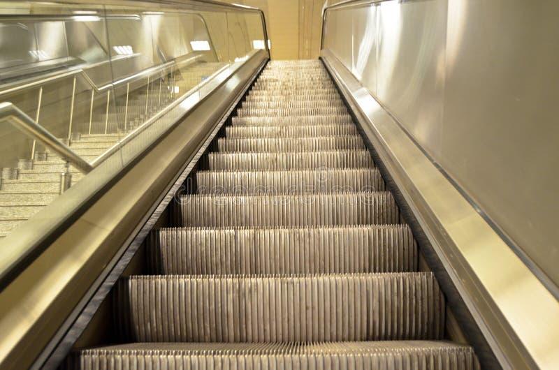 Κυλιόμενη σκάλα σε έναν σταθμό μετρό στη Ιστανμπούλ στοκ εικόνες με δικαίωμα ελεύθερης χρήσης