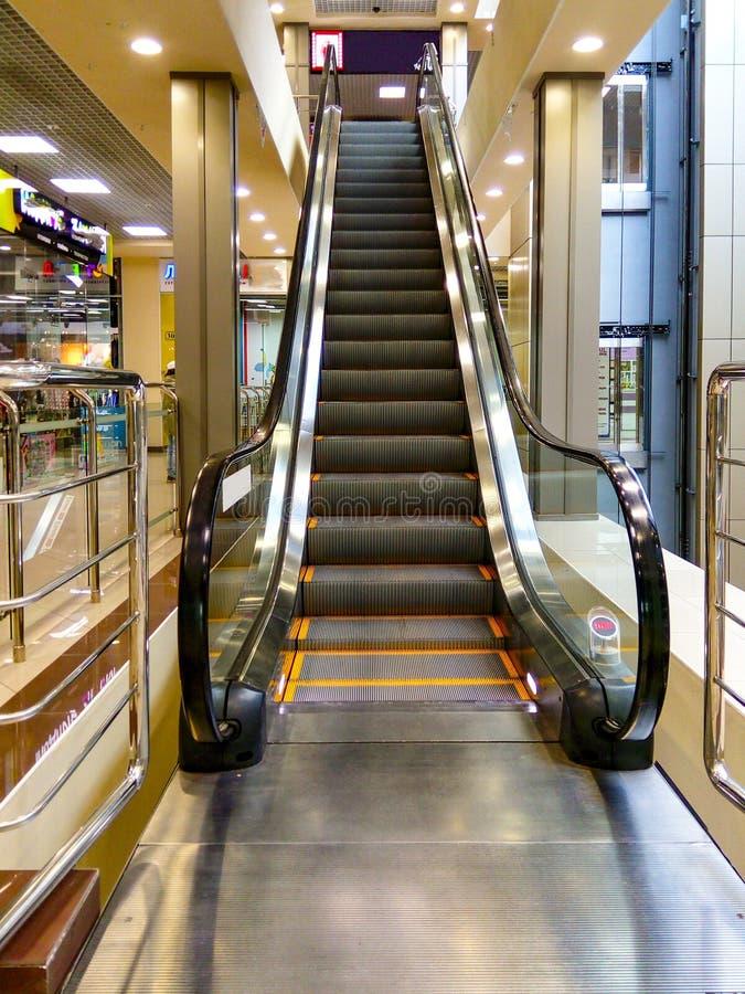 Κυλιόμενη σκάλα στη λεωφόρο κεντρικών πόλεων στοκ εικόνες με δικαίωμα ελεύθερης χρήσης