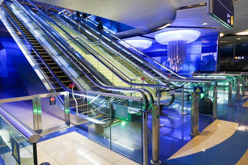 Κυλιόμενη σκάλα στο Ντουμπάι στοκ εικόνες