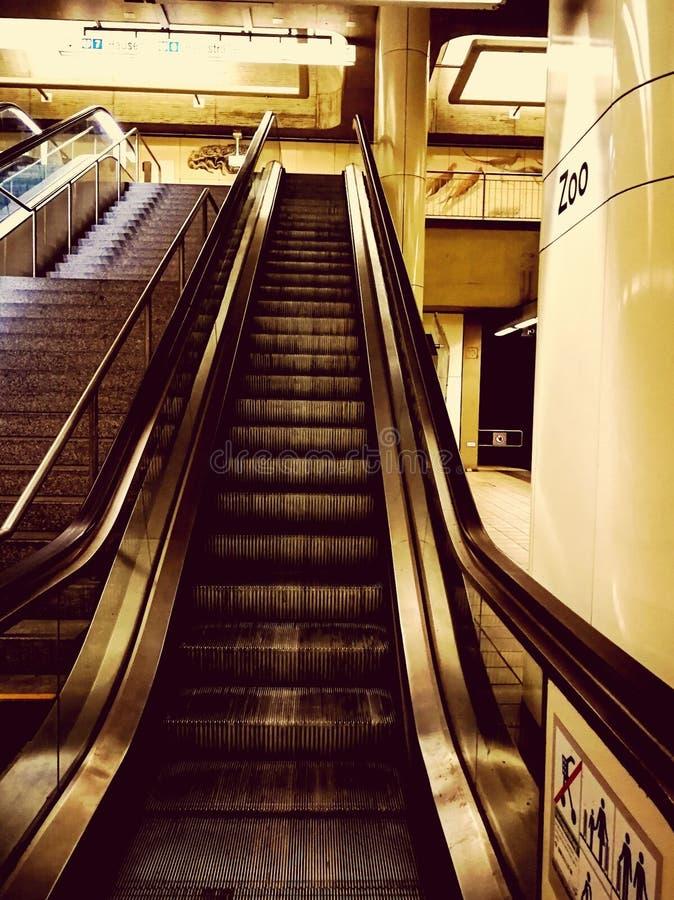 Κυλιόμενη σκάλα υπογείων στοκ φωτογραφίες με δικαίωμα ελεύθερης χρήσης