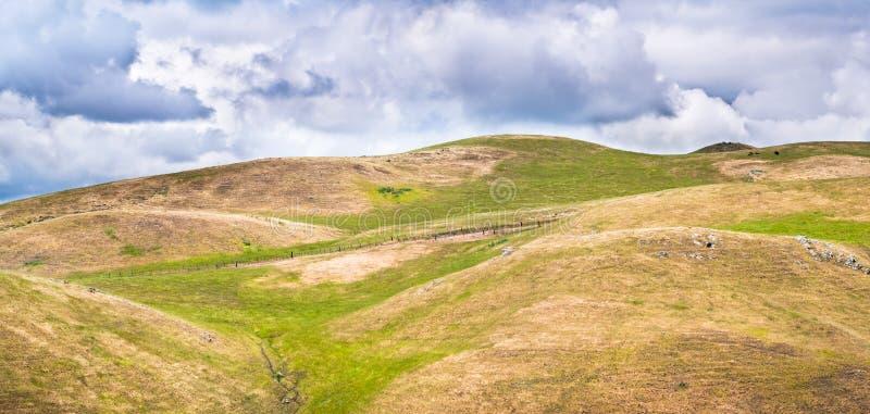 Κυλώντας λόφοι στην περιοχή κόλπων του νότιου Σαν Φρανσίσκο, San Jose, Καλιφόρνια στοκ φωτογραφίες με δικαίωμα ελεύθερης χρήσης