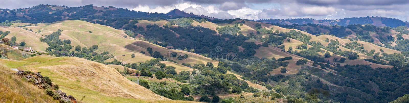 Κυλώντας λόφοι στην περιοχή κόλπων του νότιου Σαν Φρανσίσκο, San Jose, Καλιφόρνια στοκ φωτογραφία με δικαίωμα ελεύθερης χρήσης