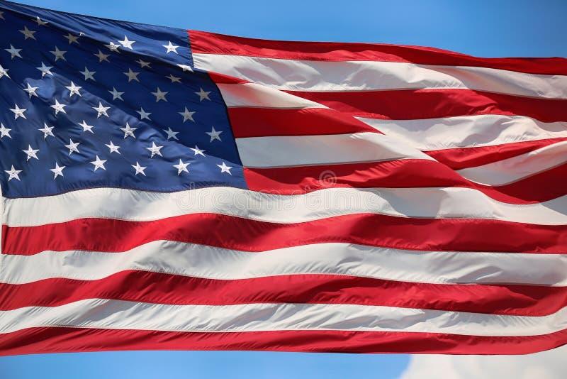 Κυματίζοντας αστέρι και ριγωτή αμερικανική σημαία στοκ φωτογραφία