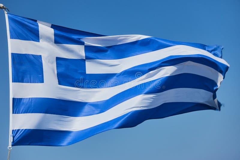 Κυματίζοντας ελληνική σημαία στοκ εικόνες