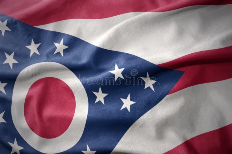 Κυματίζοντας ζωηρόχρωμη σημαία του κράτους του Οχάιου στοκ φωτογραφία με δικαίωμα ελεύθερης χρήσης