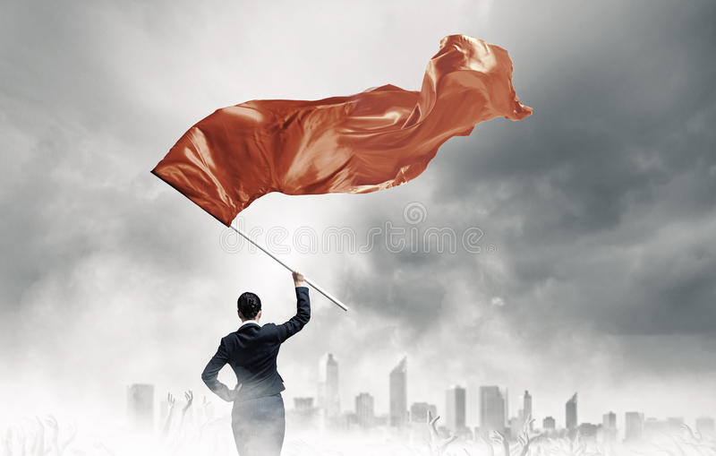 Κυματίζοντας κόκκινη σημαία γυναικών στοκ φωτογραφίες