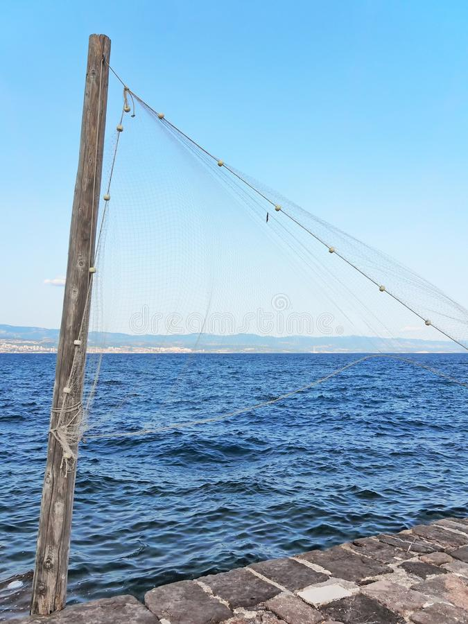 Κυματισμοί διχτυού του ψαρέματος στην ακτή του Rijeka, Κροατία στοκ φωτογραφία με δικαίωμα ελεύθερης χρήσης