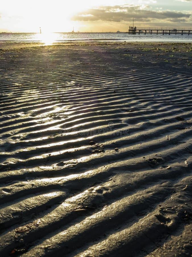 Κυματισμοί στην άμμο στο ηλιοβασίλεμα στοκ εικόνα με δικαίωμα ελεύθερης χρήσης