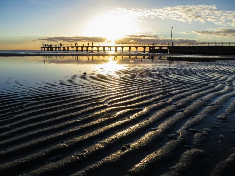 Κυματισμοί στην άμμο στο ηλιοβασίλεμα στοκ φωτογραφίες
