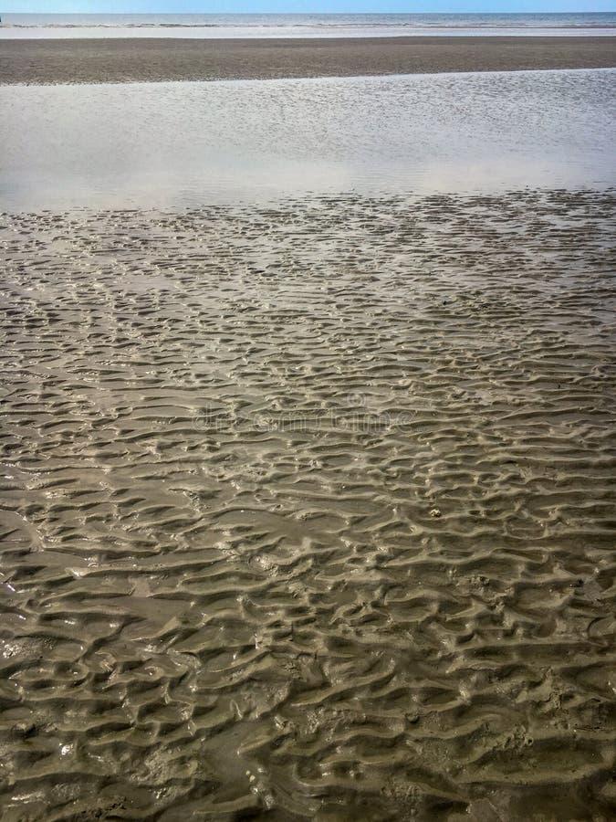 Κυματισμοί στην άμμο at low tide στοκ φωτογραφία
