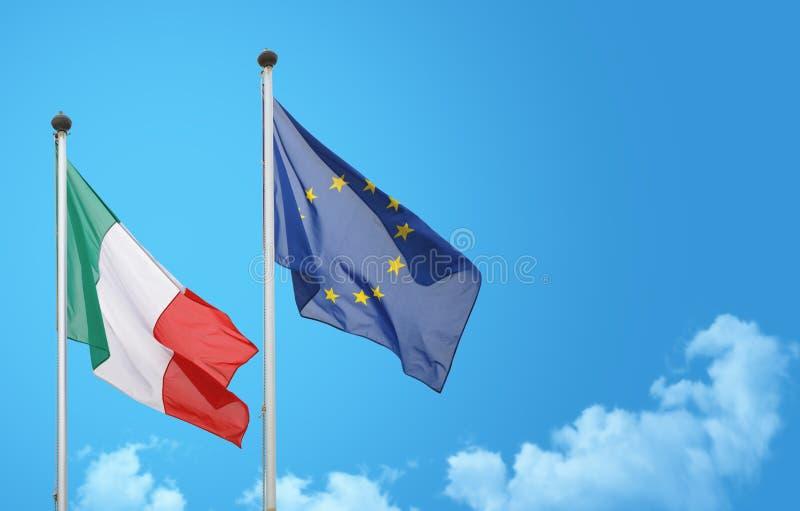 Κυματισμός σημαιών της Ιταλίας Ευρώπη στοκ φωτογραφία