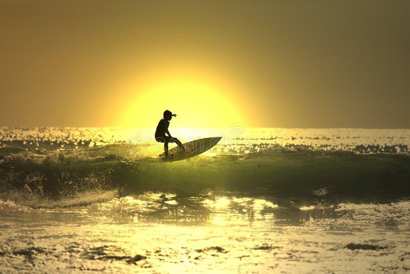 κυματωγή ηλιοβασιλέματος στοκ εικόνα με δικαίωμα ελεύθερης χρήσης