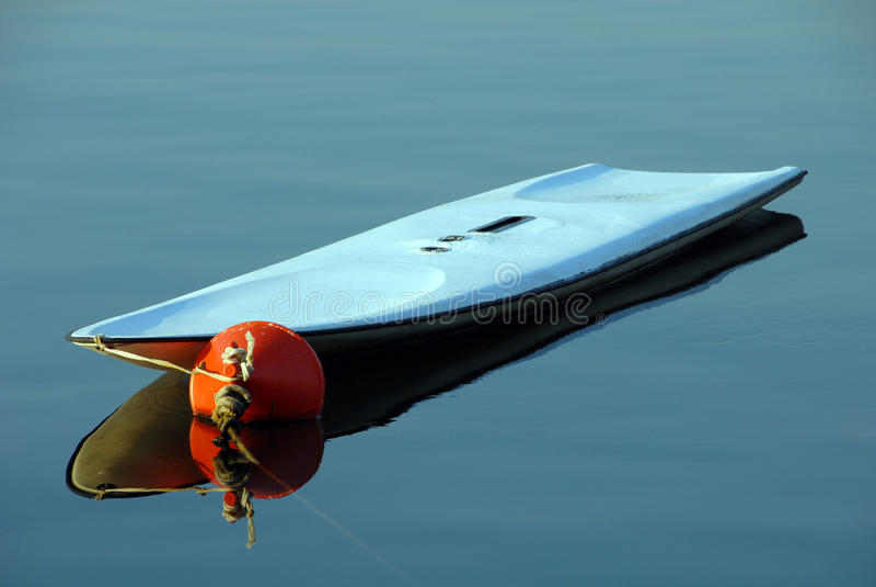 Download κυματωγή θάλασσας χαρτ&omicro Στοκ Εικόνα - εικόνα από κάπρων, ακτή: 13186571