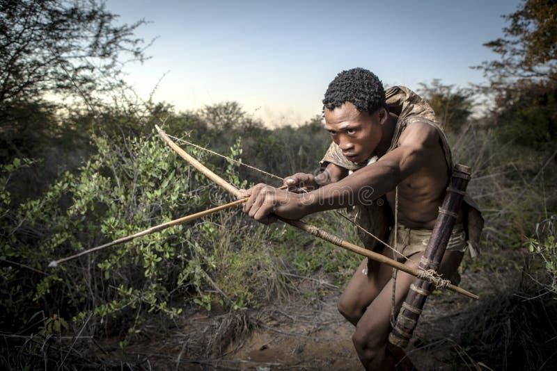 Κυνήγι κατοίκων του δάσους SAN στοκ φωτογραφίες