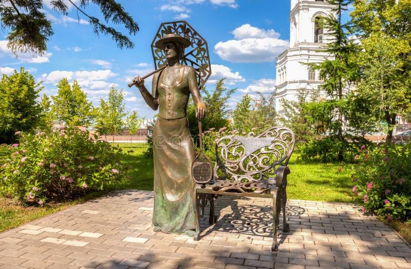 Κυρία με τη ρακέτα αντισφαίρισης Μνημείο στη Samara, Ρωσία στοκ φωτογραφία με δικαίωμα ελεύθερης χρήσης