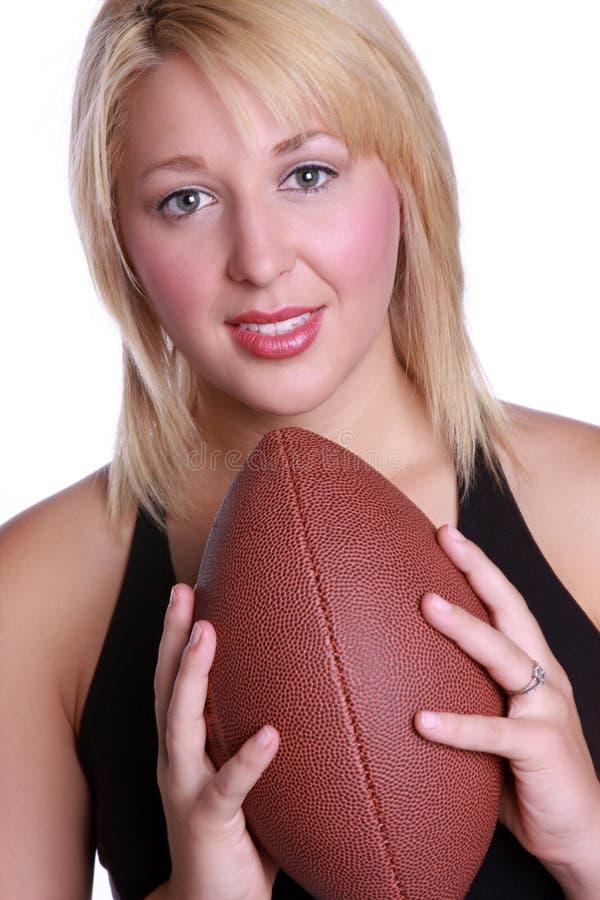 Κυρία με το ποδόσφαιρο στοκ εικόνες με δικαίωμα ελεύθερης χρήσης