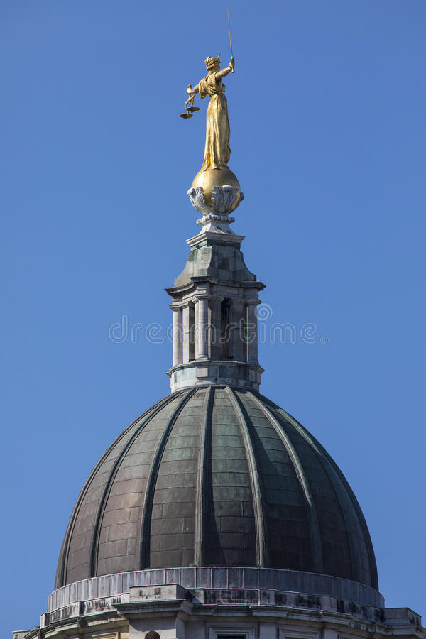 Κυρία Justice Statue στο Old Bailey στοκ εικόνες με δικαίωμα ελεύθερης χρήσης